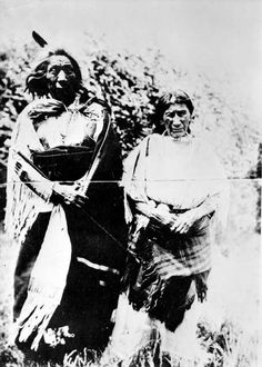 Chief Red Cloud Native American Sioux (Lakota or Teton group Oglala band) and his wife. Red Cloud led his people in the Fetterman fight, great negotiator & diplomat. Native American Photos, Native American History, Native American Indians, American Art, Sioux, Lean Women, Spiritual Pictures, Red Cloud, Aboriginal People