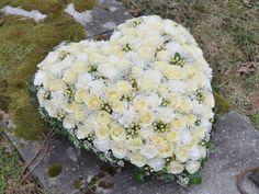 Herz aus weißen Blumen