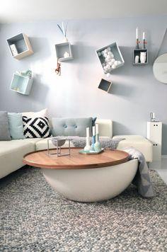 edereen denkt gelijk aan de grote meubels als een bank, tv, tv-meubel, een stoel en wat ook niet kan ontbreken is een salontafel. Er zijn mensen die niet echt een salontafel in de woonkamer hebben.