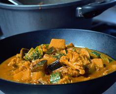 Gordon Ramsay Makkelijke groentecurry, uit het kookboek 'Gordon Ramsay's Fastfood'. Kijk voor de bereidingswijze op okokorecepten.nl.