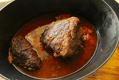 Szarpana wołowina to przepis idealny nie tylko na kanapkę. Słodko-kwaśny smak mięsa świetnie smakuje też jako danie obiadowe.