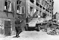 """An Sd.Kfz. 251 captured by the Polish insurgents from 8-th """"Krybar"""" Regiment, on Na Skarpie Boulevard on August 14, 1944 from 5.SS-Pz.Div. """"Wiking"""". Bringing the transport into Insurgent controlled territory through barricade on ul. Kopernik. The insurgents gave the vehicle name """"Gray Wolf"""" and used it in attack on Warsaw University."""