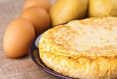 We give you the best guidelines for a delicious Spanish omelette, just like you… Protein Smoothie Recipes, Yogurt Smoothies, Omelettes, Rum And Lemonade, Spanish Omelette, Omelette Recipe, Healthy Yogurt, Brunch, Egg Dish