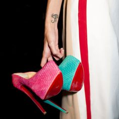 hit color heel shoes