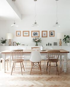 The gorgeous @juliabesidethesea is over on the a quiet style blog today (link in my profile), sharing her beautiful dining room, go take a look. Photo by @juliabesidethesea