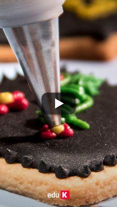 Quer aprender a decorar bolachas, cupcakes e bolos com bicos de confeitar? clique na imagem e aprenda nos nossos cursos ;)