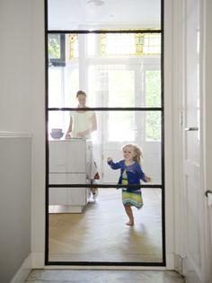 Mooie deur in staal en glas   mogelijk als scheidingsdeur (schuifdeur)  tussen keuken en eetkamer ...