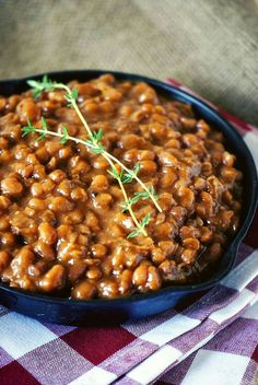 Slow Cooker Barbecue Beans -- Need one more side dish to make your of July picnic complete? Baked beans are perfect for the occasion! Easy Bbq Recipes, Barbecue Recipes, Side Dish Recipes, Dinner Recipes, Weeknight Recipes, Bean Recipes, Grilling Recipes, Summer Recipes, Delicious Recipes