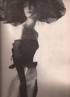 Mademoiselle Ricci by Melvin Sokolsky, Bazaar June 1962