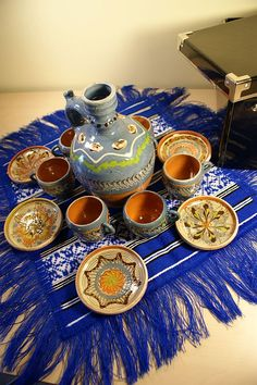Serviciu ceramic pictat de la Horezu, cadou traditional romanesc