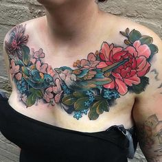 The best singers of nature immortalized in ink: let's admire these charming songbird tattoos. Chest Tattoo Cover Up, Small Chest Tattoos, Chest Piece Tattoos, Pieces Tattoo, Cover Tattoo, Neue Tattoos, Body Art Tattoos, Sleeve Tattoos, Cover Up Tattoos For Women