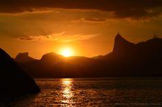 Por do sol, visto da Fortaleza de Santa Cruz em jurujuba Niterói - RJ, com o Cristo Redentor de braços abertos sobre a Guanabara!!!!!