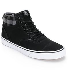 A classic Era inspired high top silhouette with a warm plaid print lining plus a weatherized black nubuck upper and a thermal heat retention layer between the outsole and sockliner.