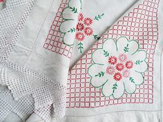 Vintage Linen Tablecloth. Square vintage tablecloth, with hand embroidered pink daisies, edged with handmade crochet lace. Tea party perfect by TheAfternoonTeaSet on Etsy https://www.etsy.com/uk/listing/524818895/vintage-linen-tablecloth-square-vintage