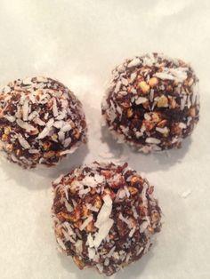 Raw valentins-hjerter med sjokolade, kokos og bokhvete (lisaskramh)