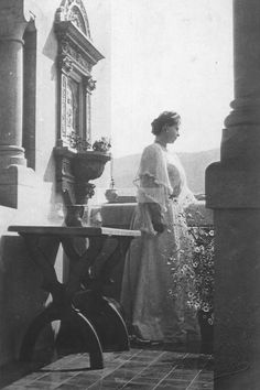 Queen Marie in 1904 Romanian Royal Family, Vintage Love, Good People, Royalty, Descendants, History, Queens, Career, Photographs