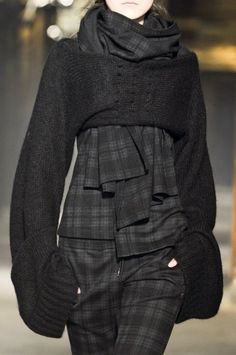 Y-3 (Yohji Yamamoto) - Fall 2013 - Ready-to-Wear - Look #16 - Knit Shrug with Bell Sleeves