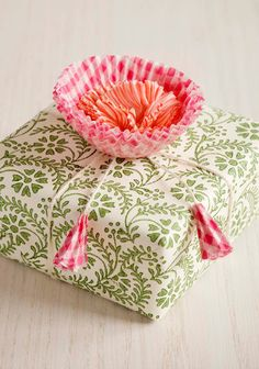 Cupcake flowers - gift wrapping idea