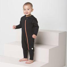 ROCK baby collegehaalari, musta | NOSH verkkokauppa | Tutustu nyt lasten syksyn 2017 mallistoon ja sen uuteen PUPU vaatteisiin. Ihastu myös tuttuihin printteihin uusissa lämpimissä sävyissä. Tilaa omat tuotteesi NOSH vaatekutsuilla, edustajalta tai verkosta >> nosh.fi (This collection is available only in Finland)