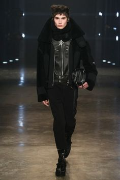 men+fashion: VERSUSFall/Winter 2017 collectionLONDON FASHION WEEK #Versus Versace #Versus #menswear #fashion #runways #lfw #london fashion week #men fashion #male fashion #moda uomo #moda