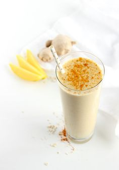 A delicious, nutrient-packed smoothie filled with mango, oats, ginger and turmeric. This Mango Ginger Turmeric Smoothie makes the perfect quick breakfast!