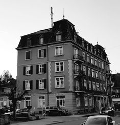 pretty old house - NubesDesignCH Zurich, Taking Pictures, Old Houses, Switzerland, Cool Designs, Castle, Louvre, Landscape, Gallery