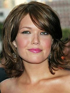 View yourself with Mandy Moore hairstyles and hair colors. View styling steps and see which Mandy Moore hairstyles suit you best. Hairstyles For Fat Faces, Layered Bob Hairstyles, Round Face Haircuts, Celebrity Hairstyles, Cool Hairstyles, Bob Haircuts, Trendy Haircuts, Formal Hairstyles, Latest Hairstyles