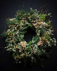 Summer Door Wreaths, Christmas Door Wreaths, Christmas Flowers, Christmas Decorations, Holiday Decor, Christmas Wishes, Couronne Diy, Flower Factory, Vintage Wedding Flowers