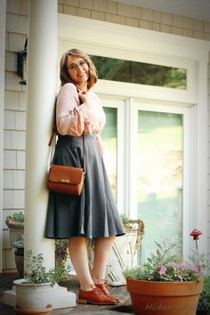 """Confidence Is My Superpower: A """"go to"""" Shoe! Modest Outfits, Simple Outfits, Skirt Outfits, Pretty Outfits, Cute Outfits, Modest Clothing, Work Outfits, Librarian Style, Oxford Shoes Outfit"""