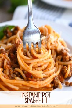 Dinner will be on the table in no time with this super easy Instant Pot spaghetti! Everything cooks together for a simple flavorful hands-off spaghetti dinner. Easy Chicken Recipes, Pasta Recipes, Beef Recipes, Cooking Recipes, Instant Pot Dinner Recipes, Healthy Dinner Recipes, My Best Recipe, Cafe Food, Pressure Cooker Recipes