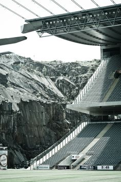 Sport and Mountains, Braga by Souto de Moura Stadium Architecture, Public Architecture, Architecture Details, Modern Architecture, Tadao Ando, Braga Portugal, Sports Stadium, Construction, Brutalist