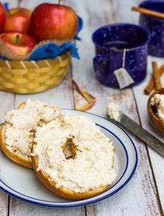 Add some fun to your bagels this fall with this apple pie-flavored cream cheese spread! Flavored Cream Cheeses, Flavored Butter, Cream Cheese Recipes, Homemade Butter, Milk Recipes, Dessert Recipes, Cooking Recipes, Cheese Dips, Apple Desserts