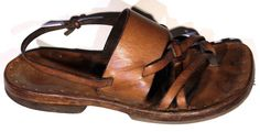 A tutorial by Davy Rippner for how to make Lord/Lady of the Rings sandals.