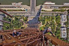 Tour Eiffel Photos impossibles ! Ils sont fous ces peintres ! Bravo à eux !