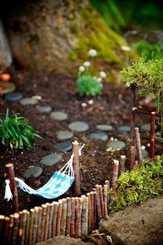 DIY Fairy Garden Ideas: Miniature and Outdoor Garden. How to choose containers, growing medium , peat moss, grass, gnome and garden objects and miniature decors for your fairy garden. Engaging outdoor activities for kids. Mini Fairy Garden, Fairy Garden Houses, Gnome Garden, Fairy Gardening, Diy Fairy House, Kitchen Gardening, Fairies Garden, Gardening Tips, Fence Garden
