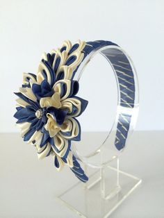 This beautiful custom-made kanzashi headband would be perfect for your little girl and would make a wonderful gift. I created this adorable