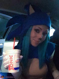 Sonic & Tails - 2015 Halloween Costume Contest via Halloween Costume Contest, Halloween Diy, Cosplay Ideas, Costume Ideas, Sonic Costume, Costume Works, Super Mario, Blame, Sonic The Hedgehog