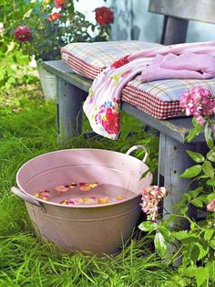 Just imagine yourself sitting in the garden on a summer's day as a gentle breeze caresses your skin, while birds chirp joyfully everywhere. There you sit... soaking your feet in warm water, & rose petals! That is living beautifully!