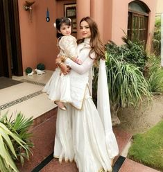 White done right ♥️ (in with her adorable daughter look beautiful this ⭐️👌🏽 Pakistani Wedding Outfits, Pakistani Dresses, Indian Dresses, Indian Outfits, Different Suit Styles, Saris, Indian Designer Suits, Pakistani Dress Design, Pakistani Couture