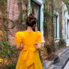 Shared by lina. Find images and videos about girl and aesthetic on We Heart It - the app to get lost in what you love. Cute Prom Dresses, Modest Dresses, Simple Dresses, Elegant Summer Outfits, Elegant Dresses Classy, Sleeves Designs For Dresses, Dress Neck Designs, Floral Skirt Outfits, Casual Frocks