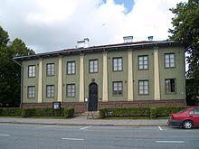 Suojeluskuntatalo on Alvar Aallon varhaistyö, rakennettu vuosina 1924–1926.