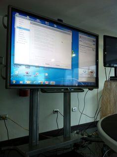 """Haciendo pruebas con pantalla Táctil de 100"""" y comunicación web multiple."""