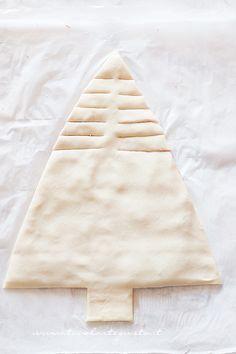 Come fare l'albero di pasta sfoglia (4) - Ricetta Albero di Natale di pasta Sfoglia