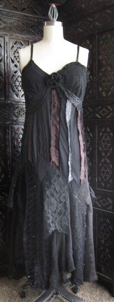 I seriously want this dress.    http://media-cache-ec0.pinimg.com/originals/61/80/fb/6180fb559983665b24a77a4fe7ea04ed.jpg