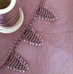 Sade Renk Tülbentlere Boncuklu Oya Yapılışı   Örgüyap.com Baby Knitting Patterns, Crochet Patterns, Crochet Lace Edging, Chrochet, Tassels, Brooch, Embroidery, Jewelry, Crochet Shawl