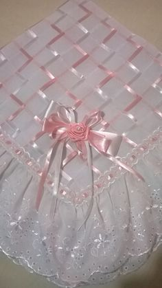 Manta confeccionada com tecido tipo Cânhamo e forrada com tecido tipo Percal com barrado em Lesse com passa fita nas cores branco com fita trançada nas cores rosa e branco, toda a manta foi trançada com fitas de cetim nas cores rosa e branco. Pode ser confeccionada nas cores de sua preferencia!!! Crochet Bedspread Pattern, Baby Afghan Crochet, Hand Embroidery Patterns, Ribbon Embroidery, Diy Crafts Crochet, Baby Fabric, Crafts Beautiful, Heirloom Sewing, Silk Ribbon