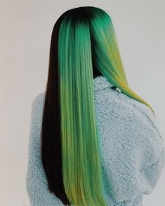 Neon Green - Newest Color Trend - Fashion News - Hair Hair Dye Colors, Cool Hair Color, Green Hair Colors, Clip Hairstyles, Hairstyle Ideas, Party Hairstyle, Bob Hairstyle, Black Hairstyle, Braided Hairstyles