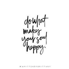 do what makes your soul happy ✌️ | Hand Lettered Quotes | Calligrahy Quotes | Quote of the day | Brush Lettering | Hand Lettering | Lettering Quotes | Modern Calligraphy | Written by Brittany | Written by Brittany Lettering | Inspirational Quotes | Motivational Quotes | Quotes about Happiness
