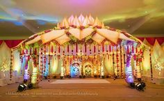 Indian Wedding Stage, Indian Wedding Favors, Wedding Stage Design, Wedding Hall Decorations, Marriage Decoration, Engagement Decorations, Wedding Mandap, Weddings, Backdrops