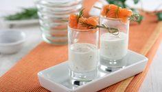 Brochetas de salmón marinado y chupito de yogur